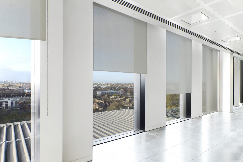 cortinas enrollables blancas tejido SilverScreen Verosol
