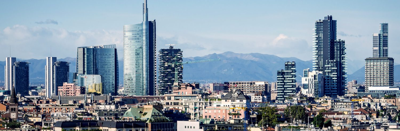 Skyline de Milán, Italia con los nuevos rascacielos