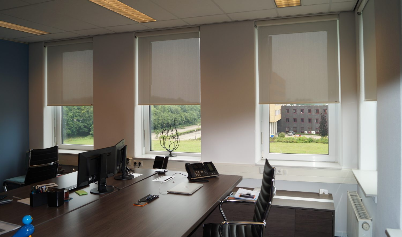 oficinas Verosol estores enrollables blancos