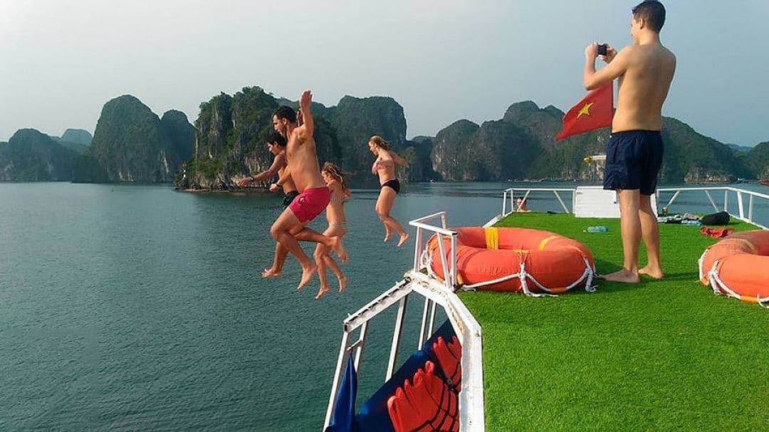 Lan Ha Bay Backpacker Cruise