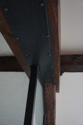 Une verrire atelier dartiste en acier inxoyadable pour une salle de bain ou un paredouche