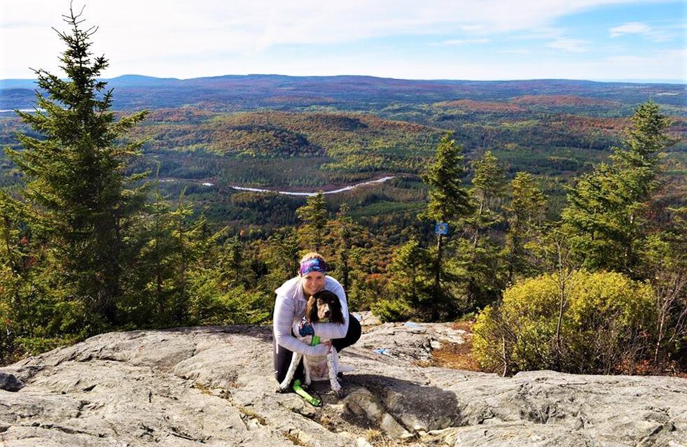 Photo au Mont Sugarloaf pour notre article Top 7 – Randos à faire avec son chien (Partie 2)