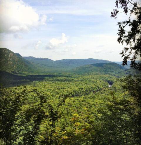 Photo sur les sentiers de Vallée-Bras-du-Nord pour notre article Top 5 randos moins achalandées au Québec
