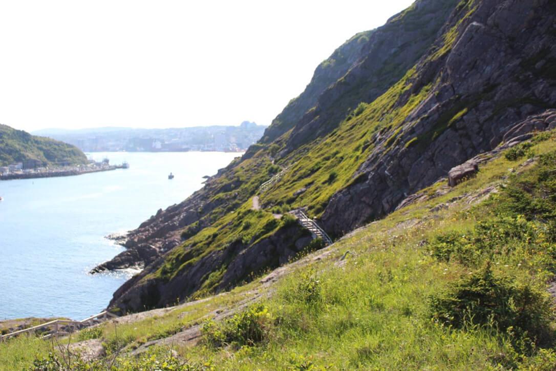 Image à Signal Hill pour notre article Randonnées de rêve à Terre-Neuve