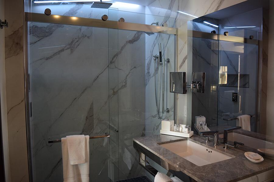 Sinclair Hotel Bathrooms