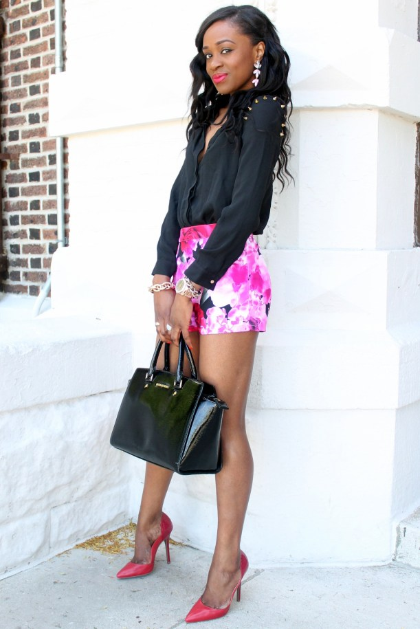High waisted floral shorts + red pumps (7)