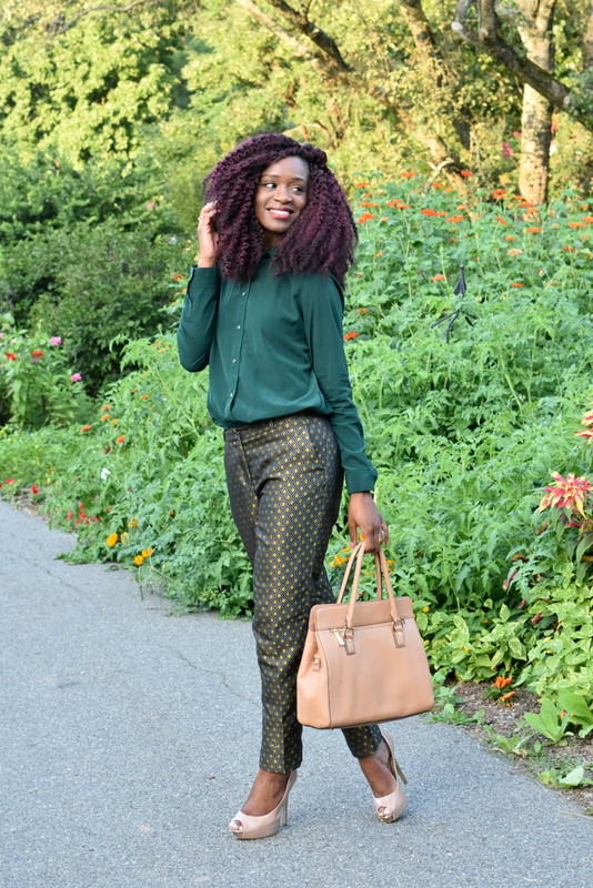 Fall workwear - Printed trousers + dark green button down (5)