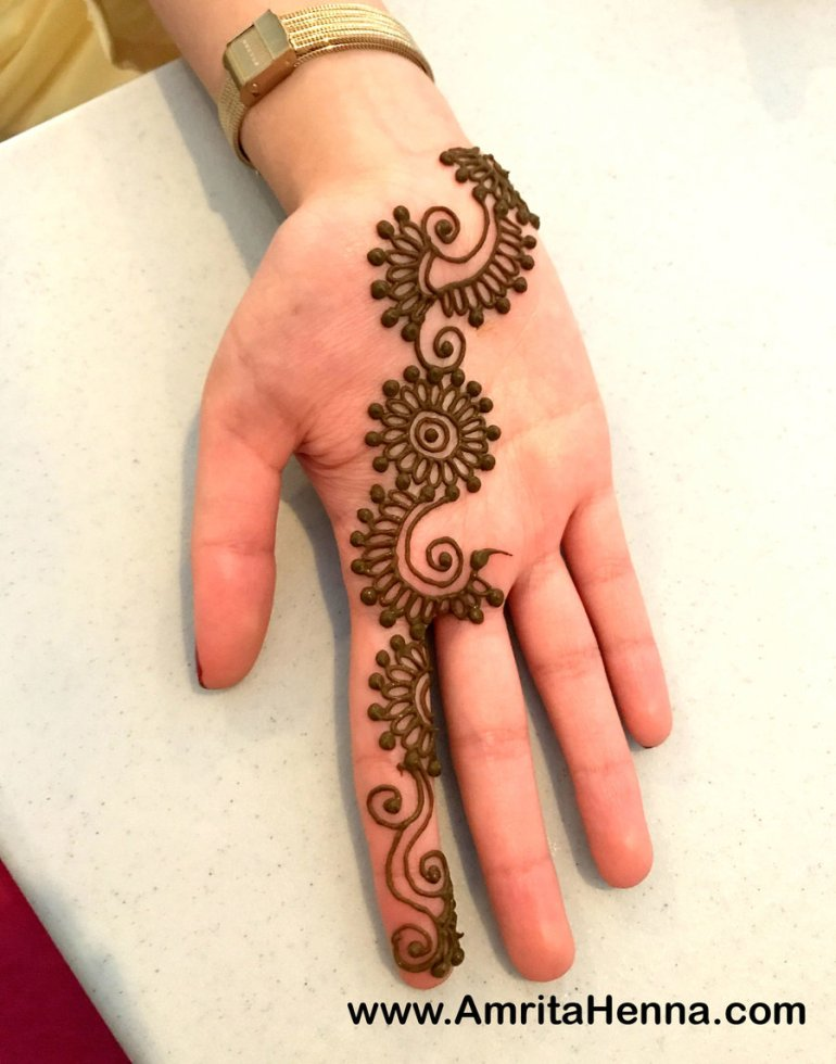 A coiled bel Arabic Mehndi Design