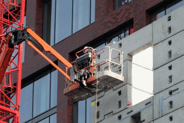 Elegir la plataforma elevadora correcta para optimizar en trabajos verticales