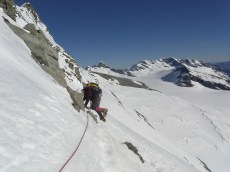 Descending in warm conditions - traversing the NW ridge / Butress