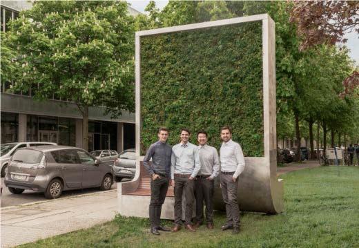 Die Gründer von Green City Solutions vor einem ihrer City Trees