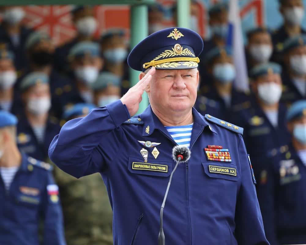 командующий ВДВ генерал-полковник Андрей Сердюков