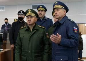 Министр обороны России Сергею Шойгу его заместитель Тимур Иванов
