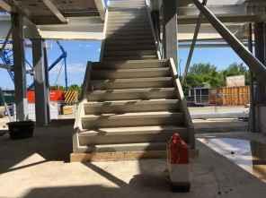 Prefab betontrappen en bordessen.
