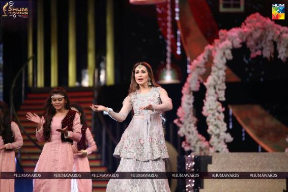 reema khan hum awards 2017 performance 3