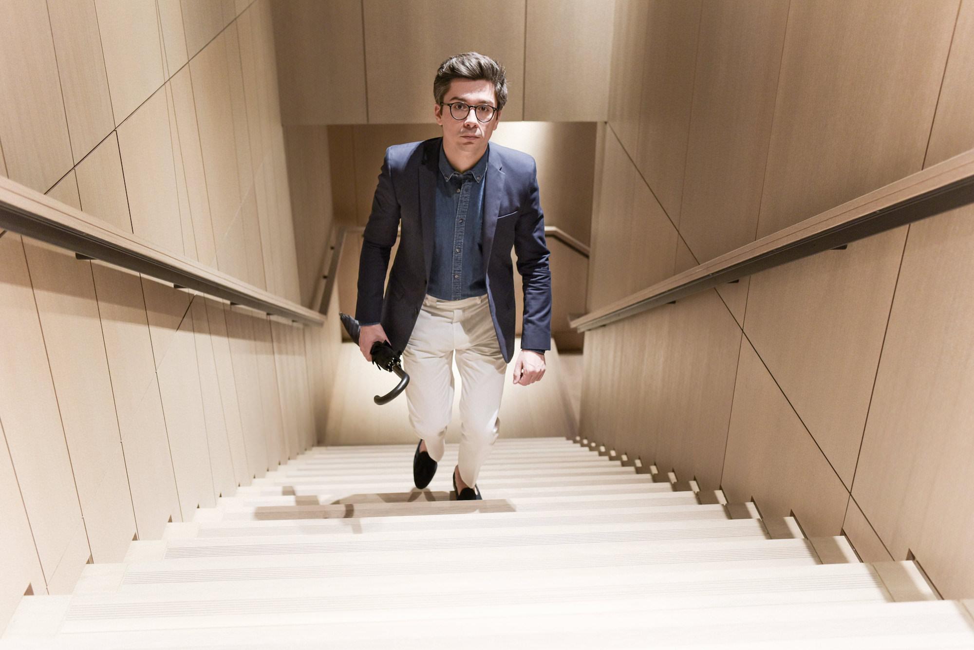 look blazer bleu marine pantalon blanc