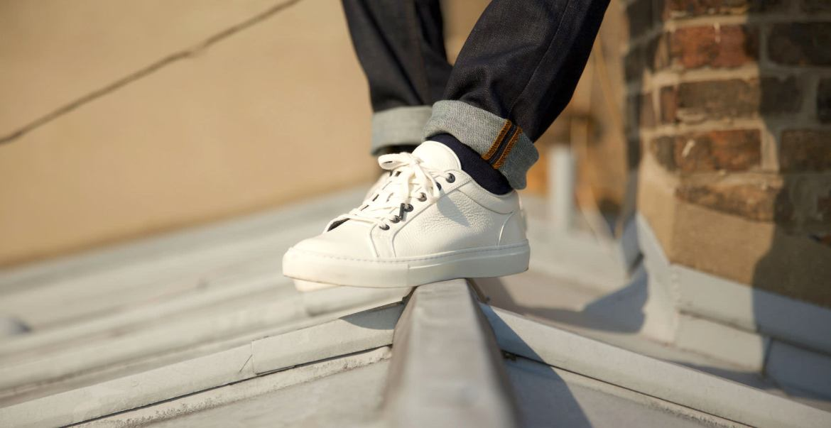 7-sneakers-blanches-asphalte