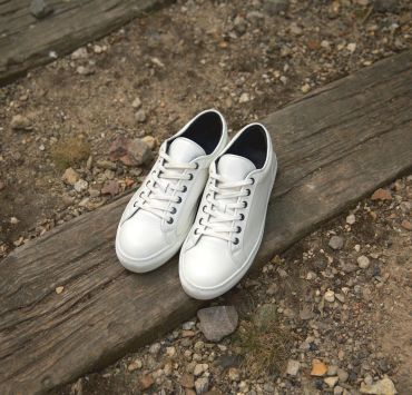 8-sneakers-blanches-asphalte