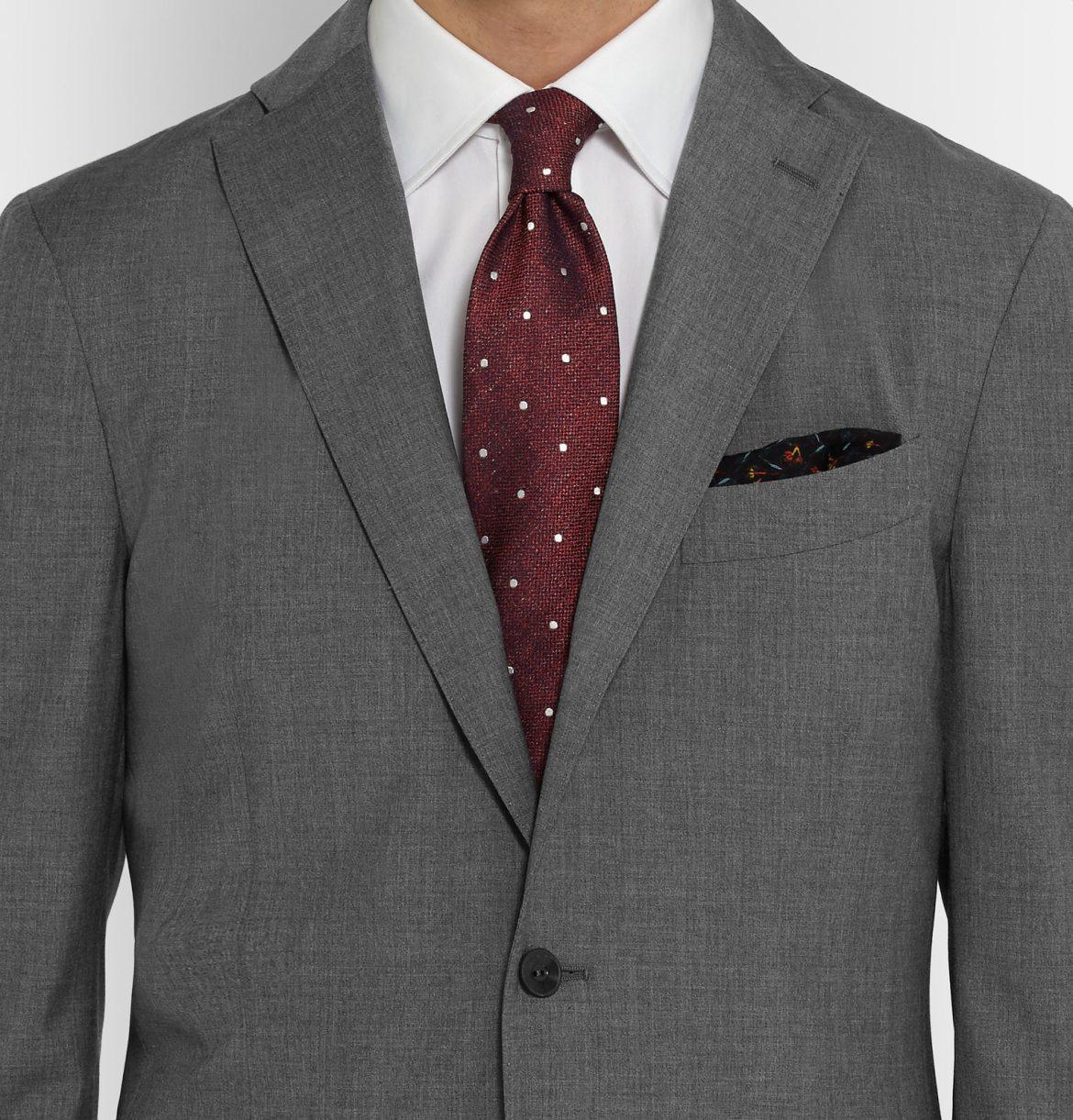 choisir cravate costume gris