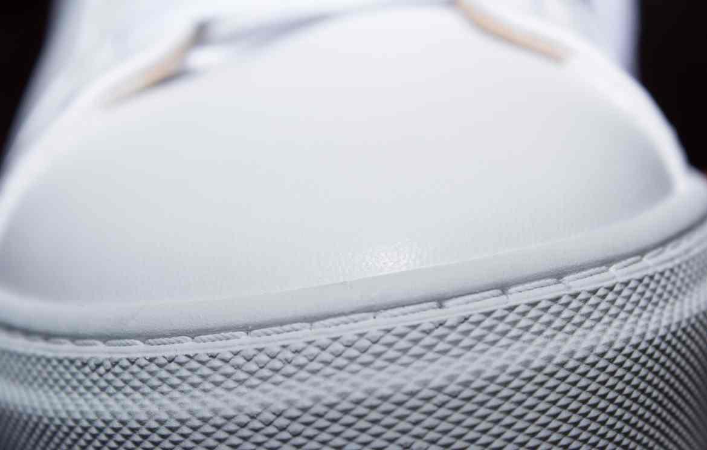 finitions de la semelle sneakers pied de biche