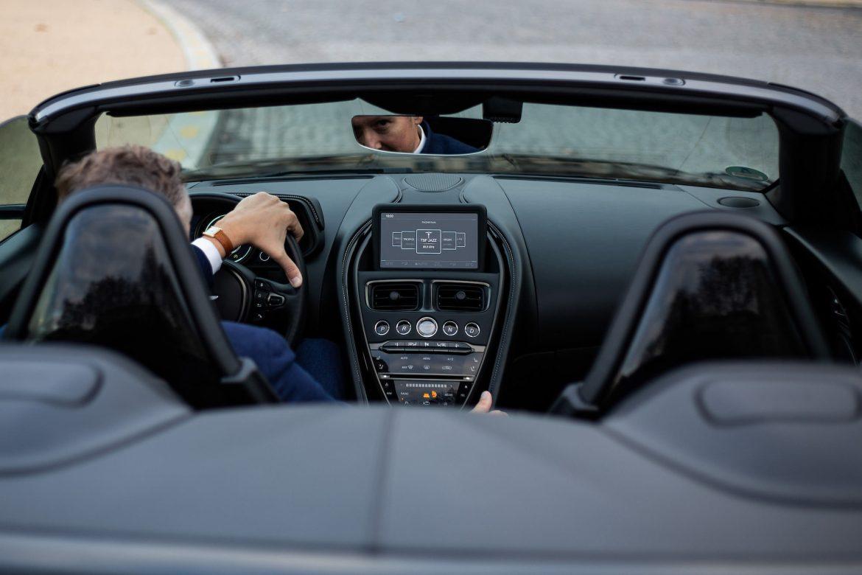 Aston Martin DB11 volante decapotee
