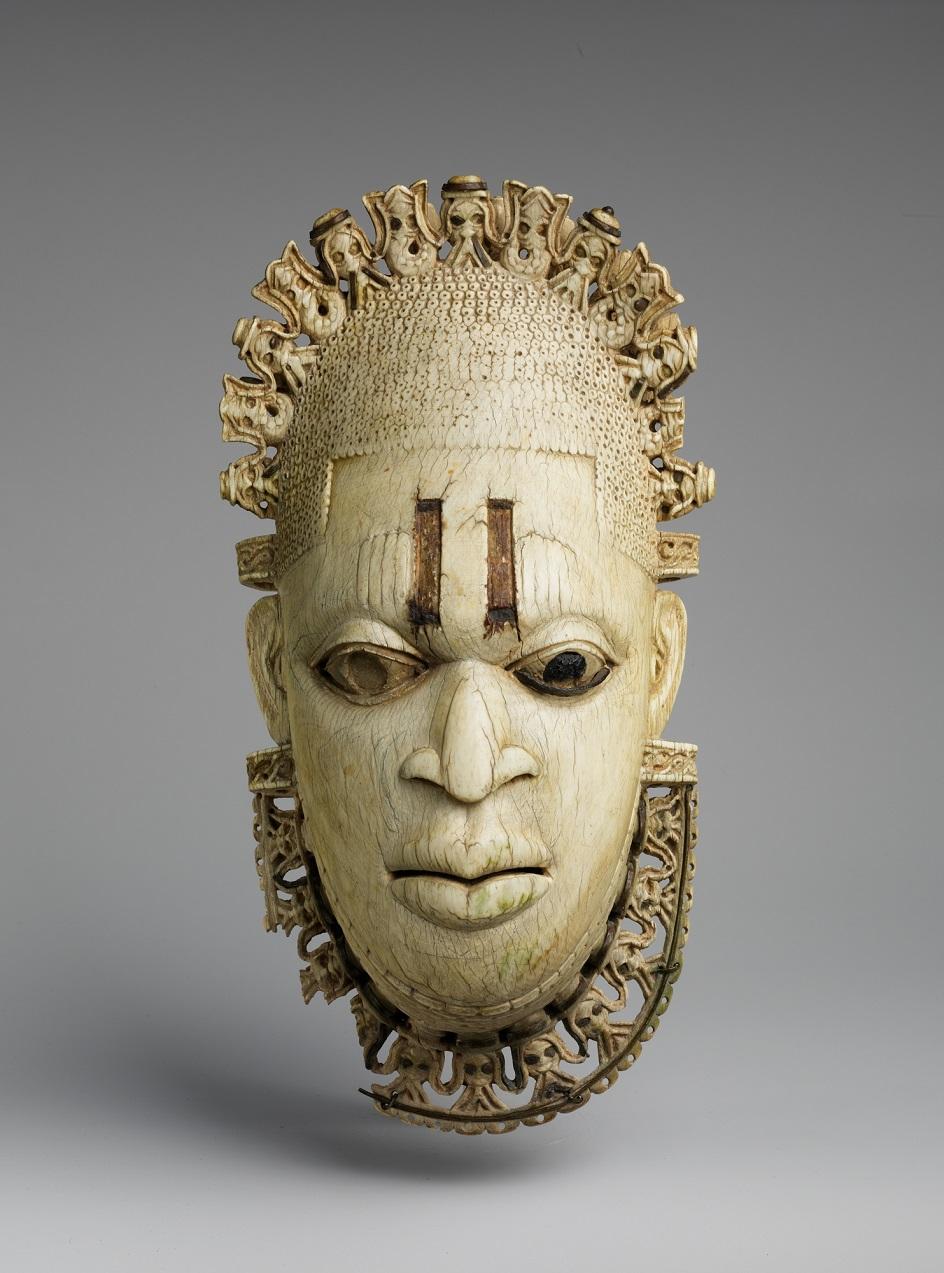 Escultura. Máscara de marfim do século XVI