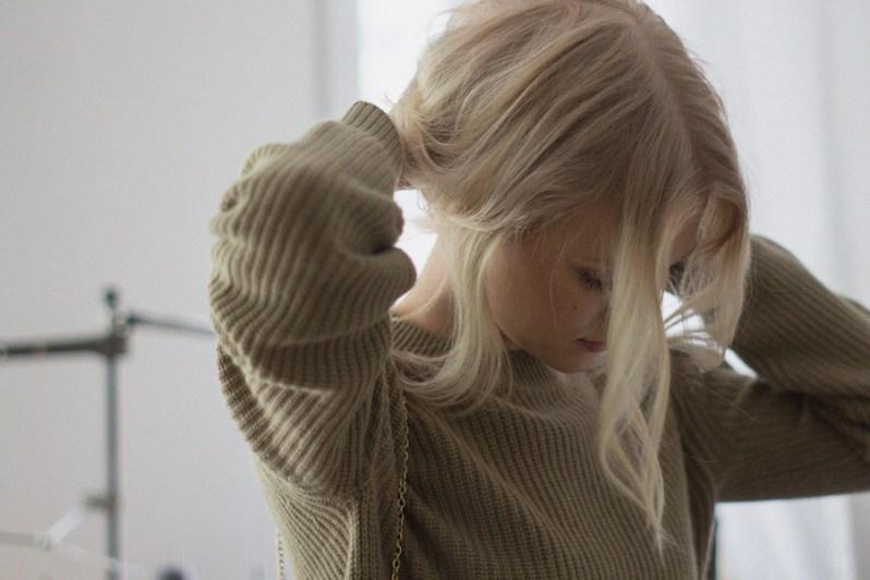 kaki-sweater-very-joelle-paquette-5-b
