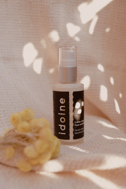 Moisturizer for sensitive skin by Idoine which calms redness and deeply hydrates.