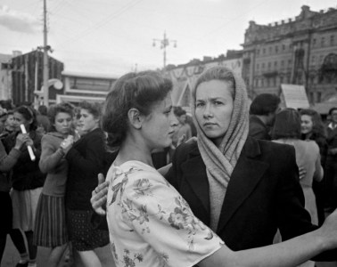 Moskova, Sovyetler Birliği (1947). Robert Capa © International Center of Photography | Magnum Photos (Steinbeck ve Capa)