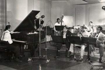 Jay McShann, Dizzy Gillespie, Charlie Parker Jam Session'da. Fotoğraf: UMKC LaBudde Special Collection.