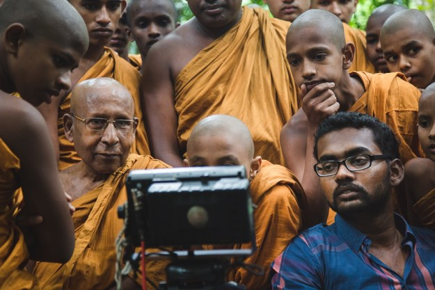 Aloko Udapadi: Chathra Weeraman and Buddhist monks on the set