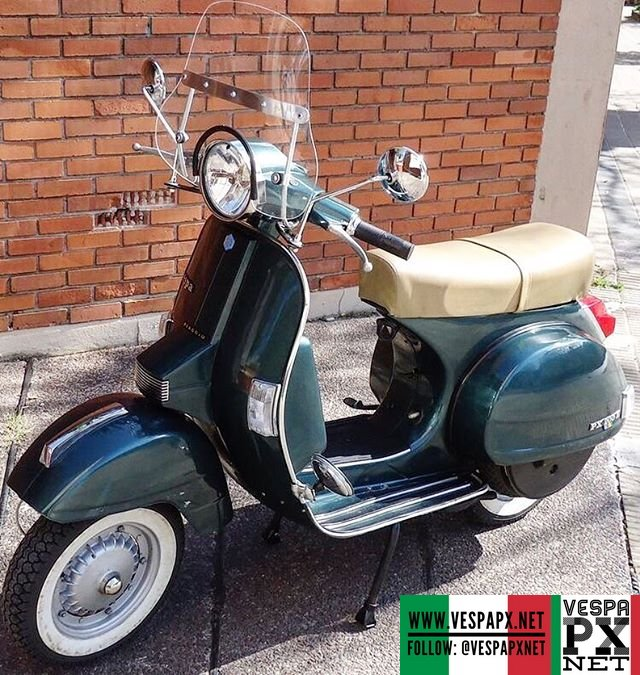 green vespa px 200 e with flyscreen vespa px. Black Bedroom Furniture Sets. Home Design Ideas