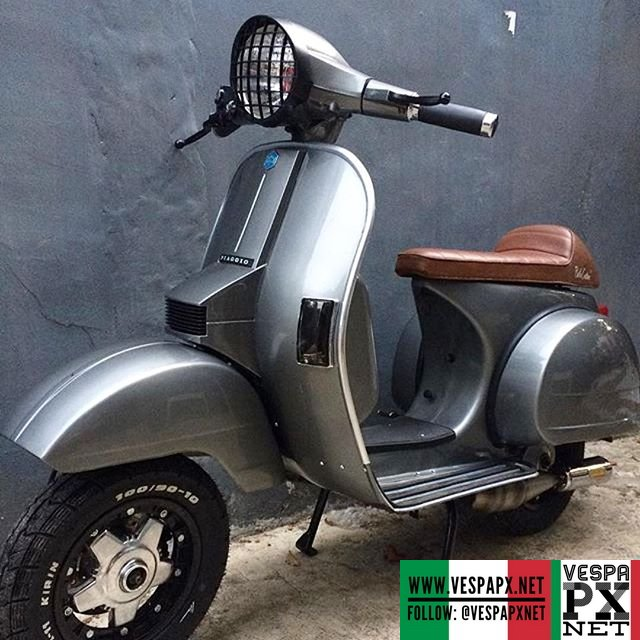 Nice color combo silver grey Vespa PX caferacer restored by