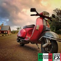 Bicolor red black Vespa PX photography @fitra_pitta