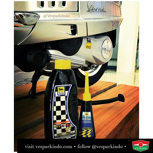 Vespa recommended engine oil and hub oil for your Vespa has arrived our Medan 3S showroom! Come book your service with us now... and take a look at our Limited edition