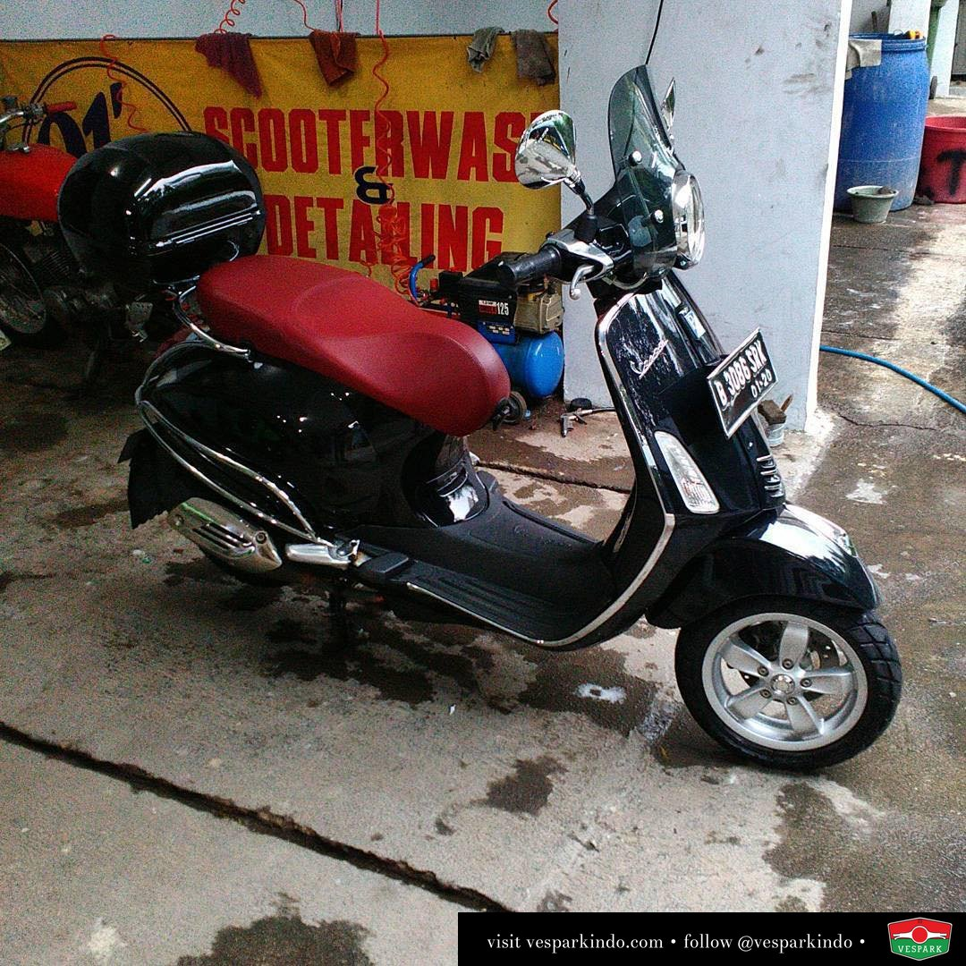 Vespa Primavera black with top box, fumed flyscreen and side protection bar, cool photo by @91scootsgarage