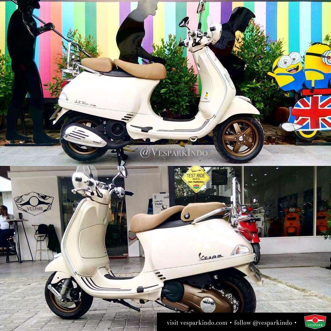 Vespa LXV custom paint wheels and CVT at Vespark Medan. Do you like the color combo?