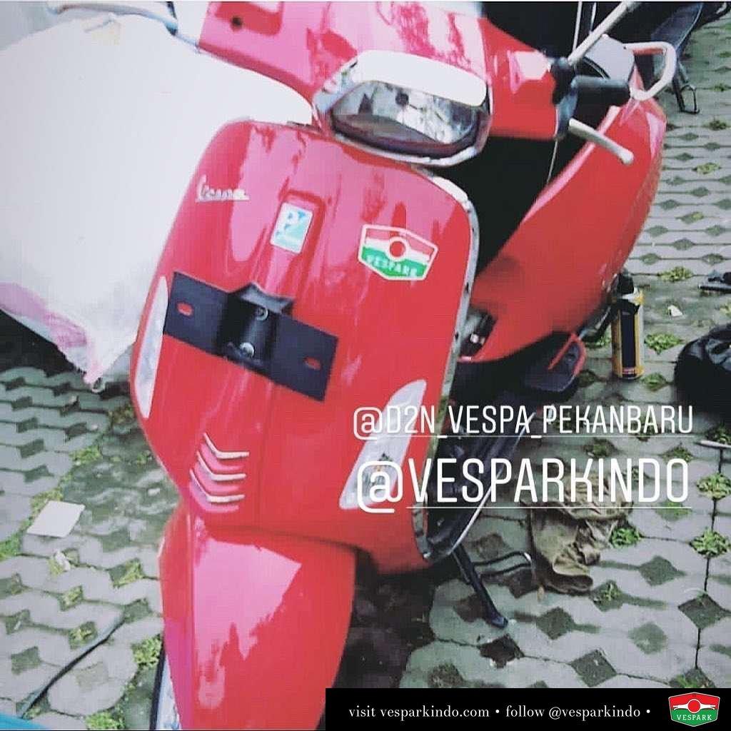 Vespa Sprint delivery to Pekanbaru from Vespark Bisa juga kirim ke Aceh dan kota Sumatera Utara lainnya . 2019 Naik Vespa! Not For Everyone! . Silakan hubungi Piaggio Vespa Dealer resmi Vespark Medan tel: 061-456-5454  wa: 0815-21-595959 Kunjungi showroom langsung dan test ride di: Vespark Medan @vesparkindo Jln Prof HM Yamin No.16A (sblm Jln Jawa) Medan