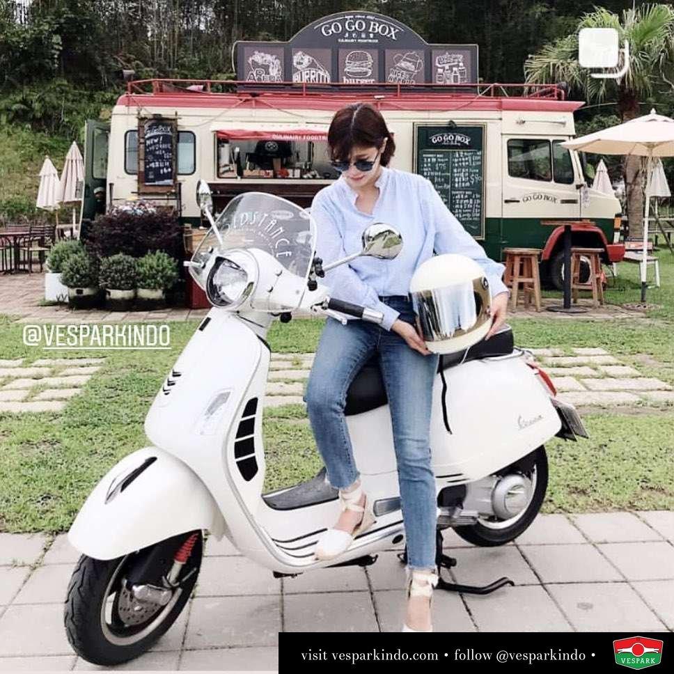 Vespa GTS with Vespa Girl @fyl_mimi