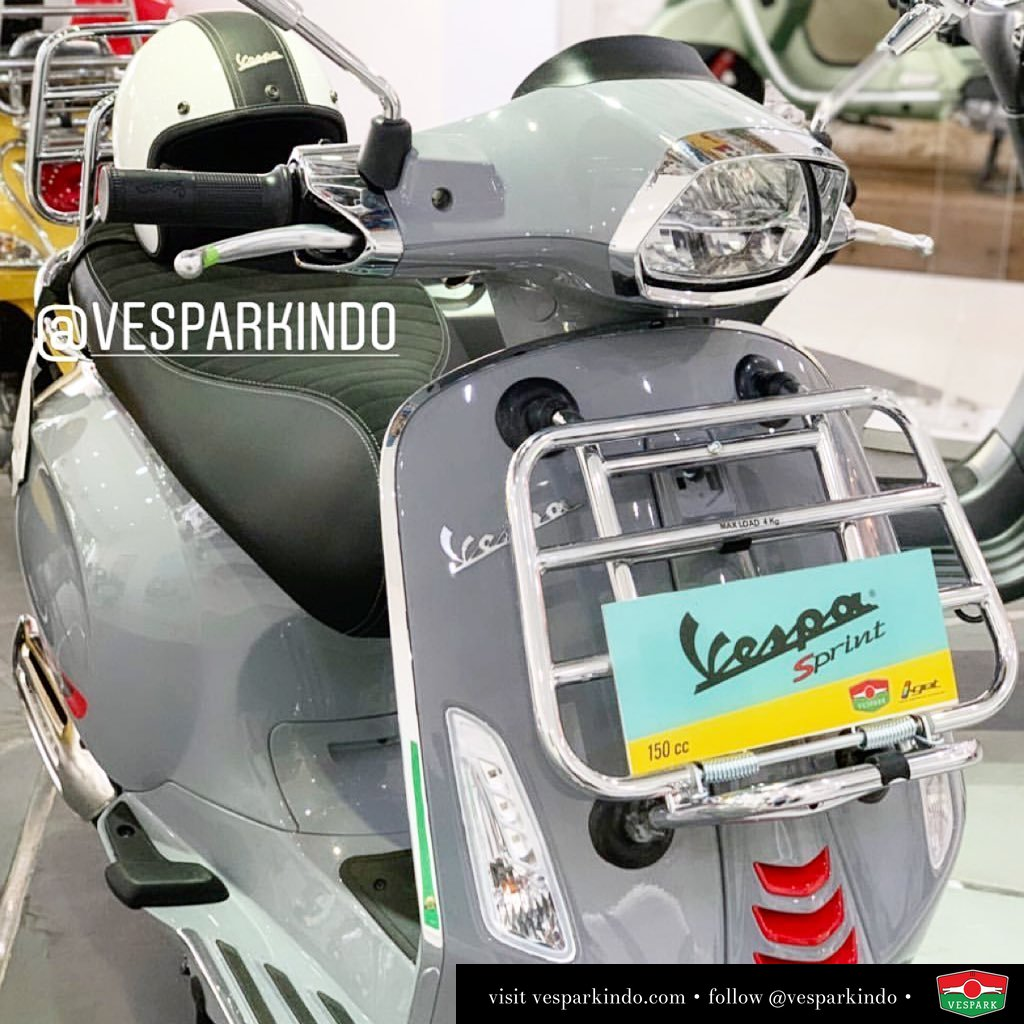 The new grey Vespa Sprint S iGet ABS LED