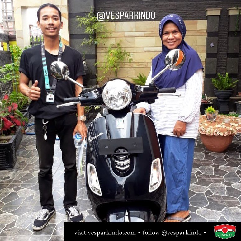 Vespa LX 125 i-get, black Welcome to Vespark family Ida irawati SH