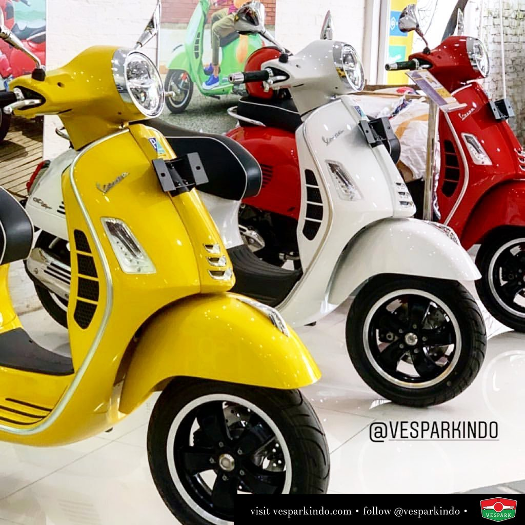 The new Vespa GTS super 150 with new LED lamps now at Vespark