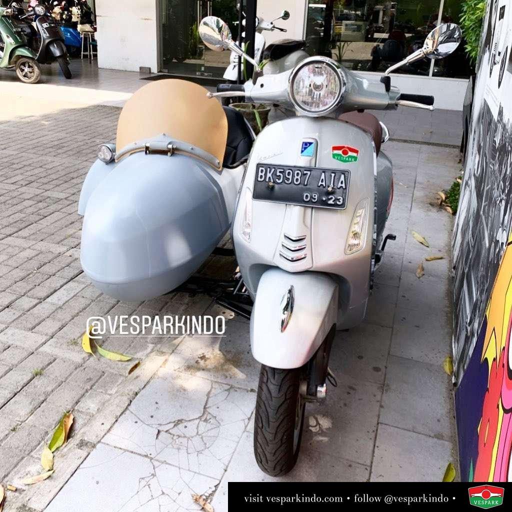 Vespa Sidecar (right side) for delivery to Taiwan Vespa Sidecar, nikmati riding scooter Italia bersama keluarga anda @vesparkindo . Tersedia untuk semua jenis Vespa dari classic ke modern, slide >>> . Silakan hubungi Piaggio Vespa Dealer resmi Vespark Medan tel: 061-456-5454  wa: 0815-21-595959 Kunjungi showroom langsung dan test ride di: Vespark Medan @vesparkindo Jln Prof HM Yamin No.16A (sblm Jln Jawa) Medan . Lihat foto yang lain di
