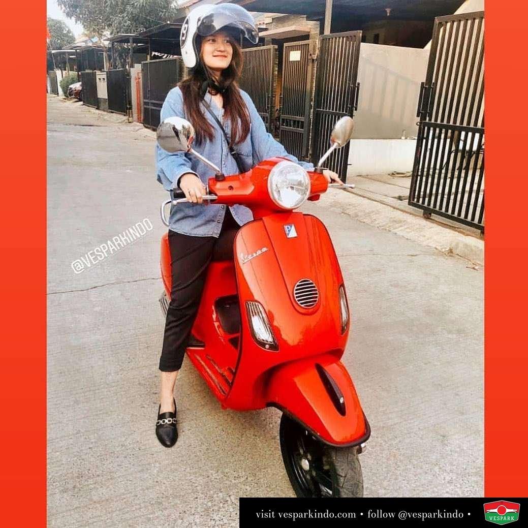 Red Vespa LX Vespa Girl @nastashacdavega