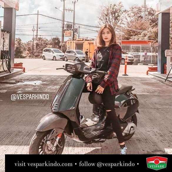 Vespa Sprint black ride @fiviadf