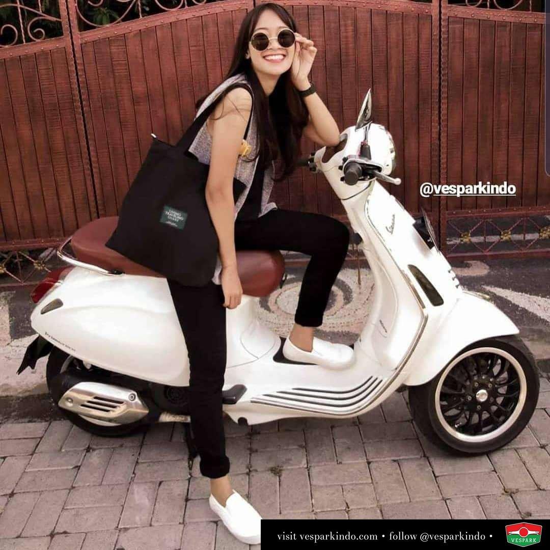 Vespa girl on white Vespa Primavera @kristinadewiiii