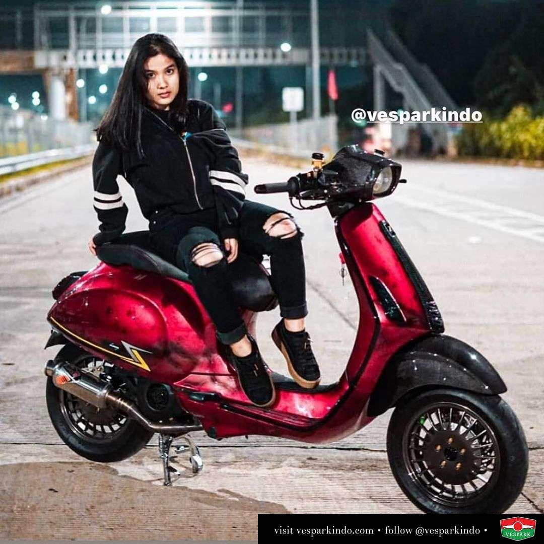 Vespa girl on custom Vespa Sprint @farhanbasuki