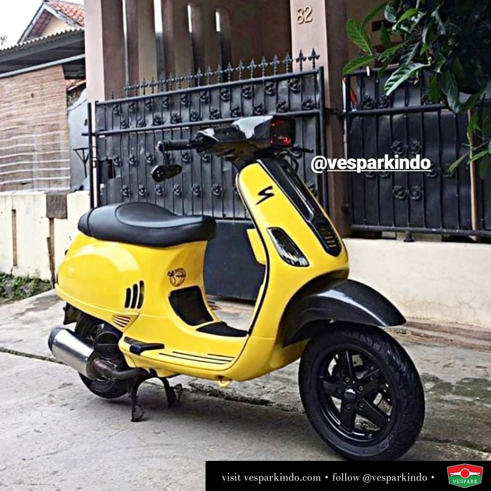 Yellow custom modified Vespa S @consetto_vespa
