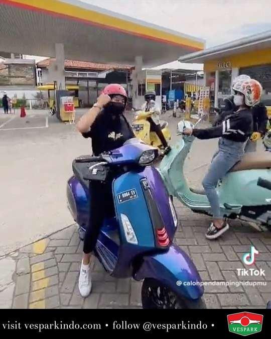 Sunmori cek  Live More Ride Vespa Saatnya anda miliki scooter matic legendaris Vespa!  Geser untuk lihat genuine aksesoris Vespa @vesparkindo dan lihat sorotan utk paket promo aksesoris   Tersedia penawaran leasing/kredit menarik untuk semua tipe Vespa. Cek info di web, link di bio  Hubungi dealer resmi Vespark Piaggio Vespa Medan Sumut @vesparkindo untuk pesanan Medan, Aceh, Riau dan Sumut Dealer tetap buka selama liburan silakan WA 0815-21-595959 untuk appointment, jam buka dan DM utk brosur terbaru  Kunjungi: VESPARK: Piaggio Vespa 3S ShowPark Jln Prof HM Yamin No.16A (simpang Jln Jawa)  Medan Telp. 061-456-5454 Cek IG @vesparkindo   tiktok/calonpendampinghidupmu
