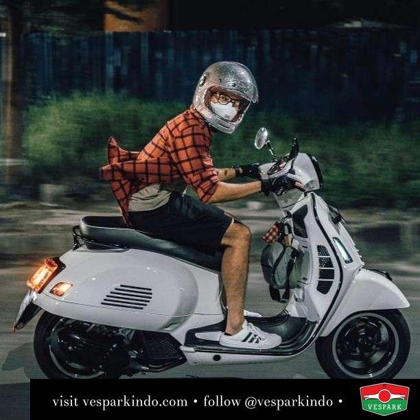 Gasssss Vespa GTS  Live More Ride Vespa Saatnya anda miliki scooter matic legendaris Vespa!  Geser untuk lihat genuine aksesoris Vespa @vesparkindo dan lihat sorotan utk paket promo aksesoris   Tersedia penawaran leasing/kredit menarik untuk semua tipe Vespa. Cek info di web, link di bio  Hubungi dealer resmi Vespark Piaggio Vespa Medan Sumut @vesparkindo untuk pesanan Medan, Aceh, Riau dan Sumut Dealer tetap buka selama liburan silakan WA 0815-21-595959 untuk appointment, jam buka dan DM utk brosur terbaru  Kunjungi: VESPARK: Piaggio Vespa 3S ShowPark Jln Prof HM Yamin No.16A (simpang Jln Jawa)  Medan Telp. 061-456-5454 Cek IG @vesparkindo   @dimas_jams